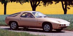 Porsche 928 (1977 год)  Анатолий Лапин  Эмигрант из Латвии Анатолий Лапин на протяжении двух десятилетий был ответственным за дизайн Porsche. Главным дизайнером компании он стал в 1969-м, до этого поработав в GM и Opel. Под руководством Лапина в начале 1970-х было разработано необычное для немецкой компании купе 928 – с передним расположением мотора V8. Эта модель не смогла заменить 911-ю, но стала европейским автомобилем 1978 г. и продержалась на конвейере почти 20 лет.
