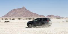 Пейзаж в Намибии и рельеф сменяется также быстро, как и погода на побережье океана. Для автомобильного путешествия по этой стране лучше выбирать крепкий и надежный внедорожник. Например, как Land Cruiser. Недаром весь местный автопарк состоит преимущественно из пикапов и внедорожников Toyota.