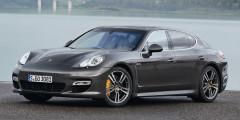 Porsche Panamera Спортивное купе вскоре пришлось сменить на более просторную Panamera первого поколения, в которой певец иногда ездил и в качестве пассажира.