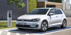 Volkswagen e-Golf  Электрическая версия популярного Volkswagen Golf сильно отстает от I-Pace по запасу хода, но все равно остается среди лучших — хэтч способен без подзарядки проехать 201 километр.
