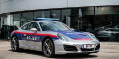 Porsche 911  Porsche состоит на службе в полиции многих стран. Совсем недавно еще один — купе 911 Carrera — начал патрулировать дороги Австрии. Он используется на магистралях для задержания нарушителей скоростного режима.