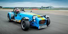 В 1973 г. лицензию на Lotus 7 приобрела британская компания Caterham, которая продолжила выпуск машины во множестве вариаций. Любителям трек-дней адресован 620R с 314-сильным компрессорным мотором и разгоном до 100 км/ч менее, чем за 3 секунды. Для ностальгирующих по 1960-м выпускают Seven Sprint в ретро стиле и с трехцилиндровым мотором Suzuki мощностью всего 81 лошадиную силу.