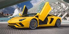 Lamborghini Aventador S (333 000 руб. за год)   С рестайлингом обновленный Lamborghini Aventador обзавелся литерой S, а с ней — полноуправляемым шасси, улучшенной аэродинамикой и форсированным мотором. Атмосферник мощностью 740 л.с. позволяет разогнаться до 100 км/ч всего за 2,9 с — это на десятую долю медленнее, чем у дорестайлингового «Авентадора». Максимально возможная скорость ограничена на отметке 350км в час. В России новый «Ламбо» стоит 20 с лишним млн руб., а транспортный налог составляет 333000 рублей.