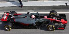 Haas VF-17 Пилоты: Роман Гросжан, Кевин Магнуссен  Второй автомобиль Формулы-1 в истории молодой американской команды Haas получился похожим на Ferrari. Это неудивительно, так как Haas закупает у Scuderia все разрешенные к продаже узлы: двигатель, коробку передач и другие детали. По итогам тестов автомобиль VF-17 занял четвертое место по количеству пройденных километров – и это отличный показатель, который показывает отменную надежность нового Haas. Как минимум в первых гонках сезона-2017 команда сможет претендовать на серьезные очки.