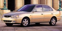 Летом 2001 г. ТагАЗ начал производство недорогого корейского седана Hyundai Accent. В 2004 г. Accent разошелся тиражом более 20 000 автомобилей и принес Hyundai первое место в России среди иностранных автопроизводителей. До появления Renault Logan он был самой популярной иномаркой в B-сегменте. Наследником «Акцента» стала бюджетная модель Solaris, под производство которой Hyundai построил завод в Санкт-Петербурге. Первое время автомобили выпускались параллельно.
