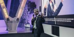 Презентовал новое пространство управляющий директор по продажам и маркетингу Lexus в России Джон Томсон.