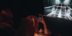Последняя точка интерактивного маршрута - персональный кинотеатр. Вместо стандартных сидений здесь автомобильные кресла с боковой поддержкой, а главные герои экрана – сами посетители пространства.