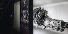 После уголка природы посетители попадают в царство современных технологий. В интерактивном пространстве Lexus специалисты компании рассказывают как работают все механизмы и электроника во флагманском купе LC.
