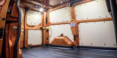 Объем отсека может достигать 8,3 куб. метра. У версии с высокой крышей предусмотрена дополнительная ниша над кабиной. Проем боковой сдвижной двери — 1030мм.