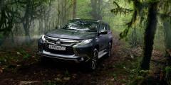 Mitsubishi Pajero Sport  Самый главный конкурент Toyota Fortuner, как говорят в Toyota, — это Mitsubishi Pajero Sport. Модель продается в России с двумя моторами: дизельным объемом 2,4 л и 3,0-литровым бензиновым. Начальная цена составляет 2399000 рублей.