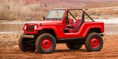 Jeep Shortcut 2016  Концепт Shortcut—это WranglerJK, замаскированный подJeep CJ-5 из1950-х. Для этого двухдверный внедорожник укоротили на660мм, уменьшив базу исвесы кузова. Кузов бездверей икрыши, крашеные штампованные диски икресла безподголовников добавляют ретро-образу правдоподобия.