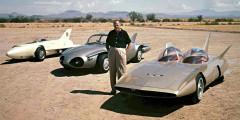 Firebird  В течение нескольких лет Харли Эрл создал серию необычных концептов Firebird для выставки Motorama, на которой General Motors демонстрировал автомобили будущего. Первый прототип (1953 г.) напоминал ракету или реактивный самолет и стал первым в США автомобилем с газотурбинной установкой. Второй Firebird (1956 г.) превратился в семейный четырехместный седан, а третий (1959 г.) снова напоминал самолет на колесах с раздельными колпаками для водителя и пассажира.