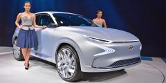 Hyundai FE Fuel Cell Concept  Корейский прототип демонстрирует идею кроссовера на топливных элементах, который будет технологичнее и доступнее нынешнего серийного ix35 Fuel Cell. Новая модель на 20% легче и работает на 10% эффективнее, а обещанный запас хода концепта составляет 800 км вместо нынешних 560 километров. Скорее всего, именно эта модель придет на смену водородному ix35, наследника которого обещали представить в начале 2018 года.