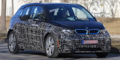 BMW i3  Рестайлинговая версия электрокара BMW i3 должна быть впервые представлена широкой публике во Франкфурте. По предварительным данным, машина получит новые бампера и фары. На одной зарядке модель сможет проехать до 300 километров.