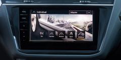Раздел Individual позволяет задать настройки отдельно для подвески, рулевого, привода, адаптивных круиз-контроля и головного света.