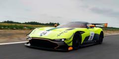 Aston Martin Vulcan  Гоночный Aston Martin Vulcan получил специальный обвес, который позволил значительно увеличить прижимную силу. Под капотом – семилитровый мотор V12 мощностью 831 лошадиная сила.