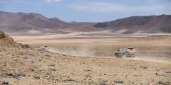 Насладившись океаном, держите путь вглубь страны: через пустыню Намиб. Ее название происходит от языка местной коренной народности нама. Само слово Намиб на языке нама означает «место, где ничего нет». Собственно, в честь пустыни названа и сама страна.