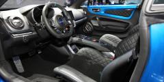 Alpine А110 получил сверхлегкие автомобильные сиденья — вес обитого кожей кресла составляет 13 килограммов