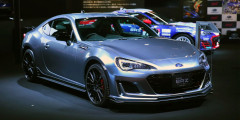 Subaru BRZ STI Sport Concept  Пакет STI Sport – это спортивный обвес, 18-дюймовые диски особого дизайна, сиденья из кожи и алькантары и перенастроенная подвеска. Впервые Subaru предложила его для универсала Levorg, а теперь очередь дошла и до более подходящей модели – купе BRZ. В Токио эта машина приехала в качестве концепта.