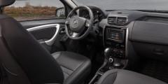 Кнопку клаксона перенесли с торца левого подрулевого рычажка на сам руль - как в большинстве автомобилей.