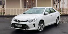 Toyota Camry  Популярный японский бизнес-седан Camry—отличный автомобиль дляперепродажи. За первый квартал года таких моделей было продано16,1тыс. (+7% посравнениюспрошлым годом), иэто третий результат. По статистикеАЕБ, пользуются популярностью иновые Camry –6,6тыс. реализованных машин сянваря помарт 2017г. идесятое место втоп-25.