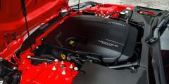 Отныне для купе и кабриолета базовым стал 2,0-литровый турбоагрегат семейства Ingenium с необычной электрогидравлической системой управления газораспределением. Он развивает 300 л.с. и 400 Нм момента и разгоняет спорткар до 100 км/ч за 5,7 с, а кроссовер Velar — на 0,3 с медленнее.