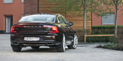 В России S90 с дизелем предлагается в только в мощномварианте D5 и с полным приводом