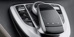 Движком Dynamic меняешь ездовые режимы: экономичный, стандартный, спортивный. Предусмотрена кнопка электропривода сдвижной двери. С левой стороны такая дверь возможна за доплату.