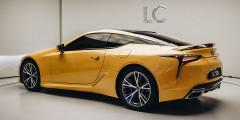 Еще Коджи Сато заметил, что этот «провокационный» автомобиль «открывает новую эру в истории Lexus».
