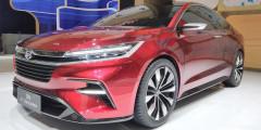 Daihatsu DN F-Sedan  Еще одна новинкa от Daihatsu — четырехдверка DN F-Sedan с эффектным дизайном: узкие светодиодные полоски фар и фонарей, силуэт и дверные ручки в стиле Tesla Model 3. Габариты концепта скромные: 4200х1695х1430 миллиметров. Колесная база — 2510мм, а под капотом двигатель объемом 1,2 литра. Вскоре у серийной модели появится близнец — Toyota Vios нового поколения. И это будут первые автомобили, созданные в рамках совместной программы Toyota и Daihatsu по выпуску компактных моделей для развивающихся рынков.
