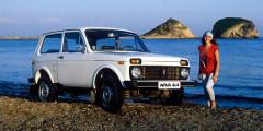 Впервые серийная версия внедорожника сошла сконвейера «вазовского» завода 5 апреля 1977 года. Вскоре послезапуска линии, ее производительность была увеличена с25000 до50000 автомобилей вгод. Еще черезнекоторое время—до70000 экземпляров ввиду популярности модели. Особенно зарубежом.