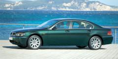 На Франкфуртском автосалоне 2001 г. BMW показала новый флагманский седан 7-Series, разительно отличавшийся от предыдущих машин немецкой марки. Несмотря на скандальный дизайн Криса Бэнгла, автомобиль оказался популярным: за семь лет продали более 300 000 «семерок». По оснащенности электроникой машине на тот момент не было равных, чего только стоила мультимедийная система iDrive, подключенная к интернету.