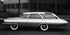 Ghia Selene  Концепт Selena c вагонной компоновкой и мотором в заднем свесе был назван в честь греческой богини Луны. Творение Тома Тьярды демонстрировалось в 1962 г. в Москве, попало в песню Владимира Высоцкого и оказало сильное влияние на советских автомобильных дизайнеров. Позже уже при участии Вирджила Экснера-младшего был создан второй, еще более футуристичный вариант «Селены».
