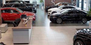 «Машины расходятся, как пирожки». Автодилеры поднимут цены с 1 апреля