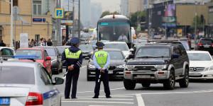 В Госдуме предложили наказывать водителей зазлоупотребление «аварийкой»
