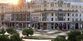 Фото: marriottmoscowgrand.ru; booking.com; facebook.com/hotelmetropolmoscow; facebook.com/anna.endrihovskaia