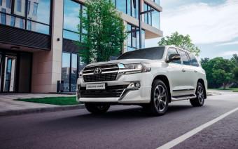 Toyota обновила флагманскую версию Land Cruiser 200 для России