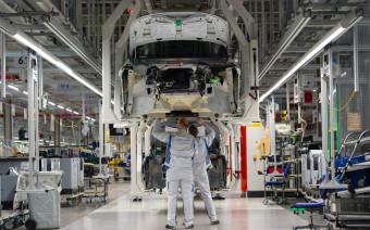 В Ford уверены, что роботы при сборке машин не заменят людей