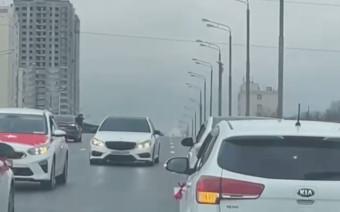 Свадебный кортеж с Gelandewagen заблокировал движение в Москве. Видео