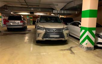 «Кража заняла всего 6 минут». Lexus угнали с парковки элитного отеля