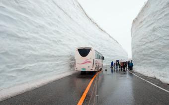 Жалуетесь на заснеженные дороги и сугробы? Посмотрите на трассу в Японии
