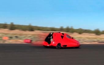 Летающий спорткар достиг скорости машины времени из «Назад в будущее»