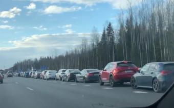 На трассе М11 опять огромные очереди на заправках. Что происходит?