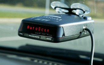 Как ездить без штрафов: все об антирадарах, детекторах и приложениях