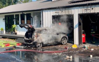 Chevrolet Bolt попросили ставить вдали от других машин из-за риска пожара