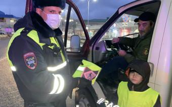 В ГИБДД показали, какие подарки раздают водителям прямо на дорогах