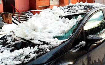 Что делать, если на машину упал снег с крыши. Инструкция