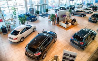 «Без ковриков не отдадим». Как автодилеры навязывают опции клиентам