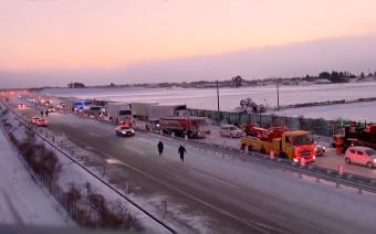 В Японии из-за снежной бури в аварию попали 134 автомобиля. Видео