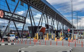 Скандал с парковкой в «Шереметьево»: водители платят по 3000 рублей